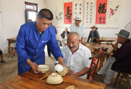 太康县李华峰:建联养点照顾村居老人,让子女安心在外务工